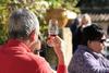 Dégustation de vin au soleil